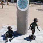Monumento en memoria de los niños y niñas víctmas de atentados terroristas, en Villa del Prado